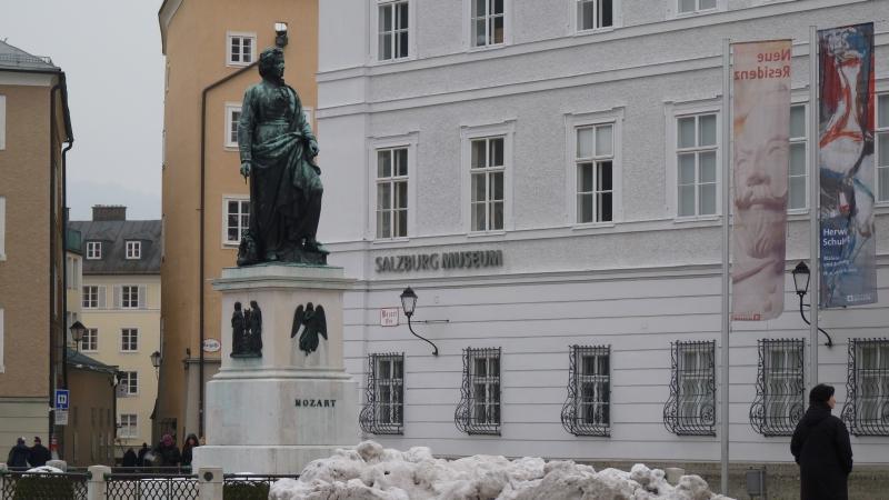 Mozartsplatz a Salzburg Museum