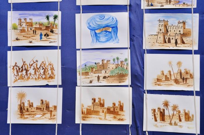 Miestni umelci maľujú obrázky zo života