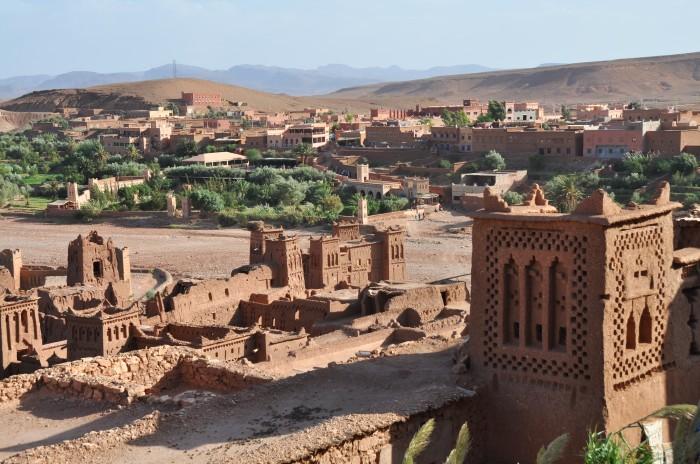 Pohľad z Ait Ben Haddou na modernú dedniku