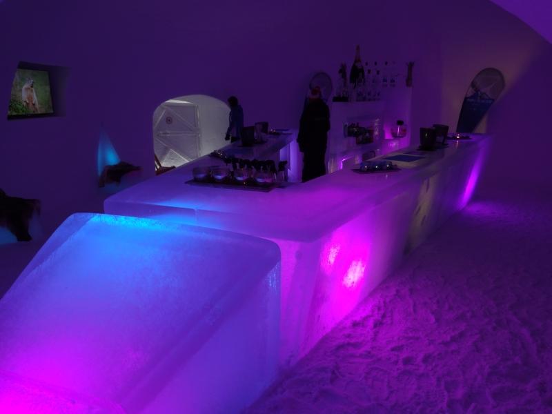 Ice camp - ľadový bar