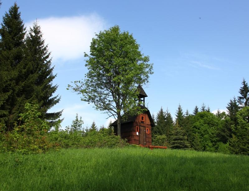 Veľké Karlovice drevená zvonička