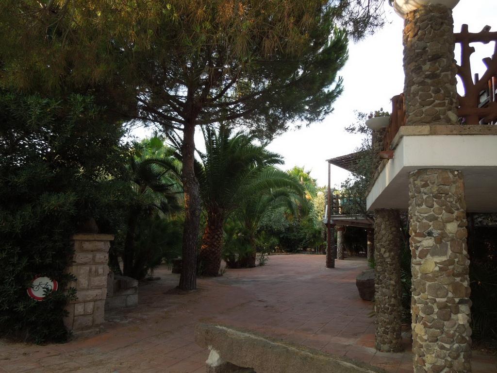 Kemp v Calasetta