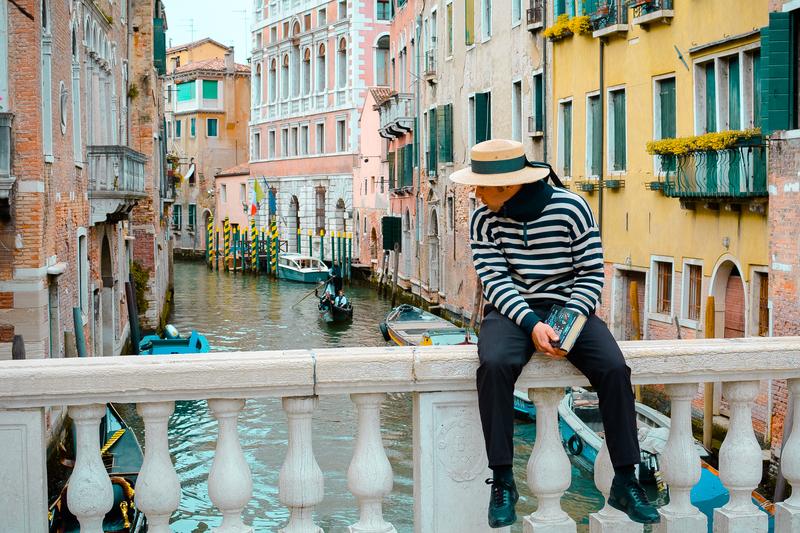 Benátske uličky a gondoliér