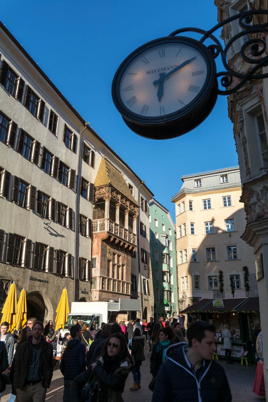 Altstadt v pozadí so zlatou strechou