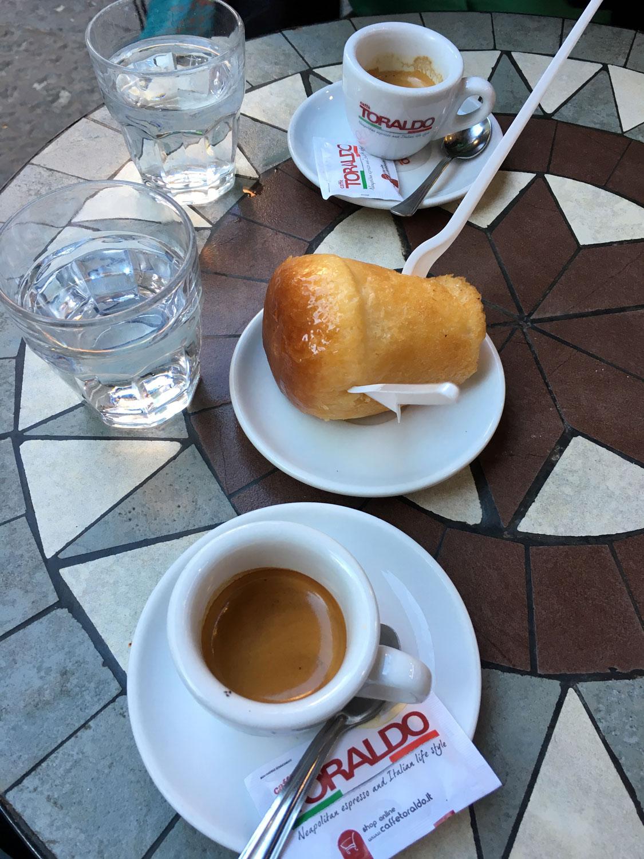 Espresso a sladká baba